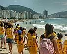 Abra?o simbólico ao mar no clean up de Copacabana