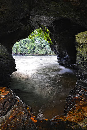 The exploration of caves is one of the activities offered by the community in its business plan