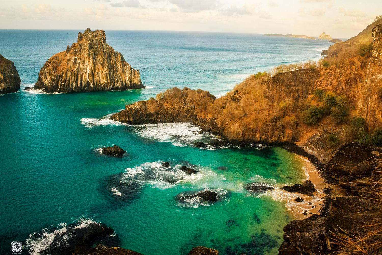 Litoral: Baía do Sancho, Parque Nacional Marinho de Fernando de Noronha – Pernambuco
